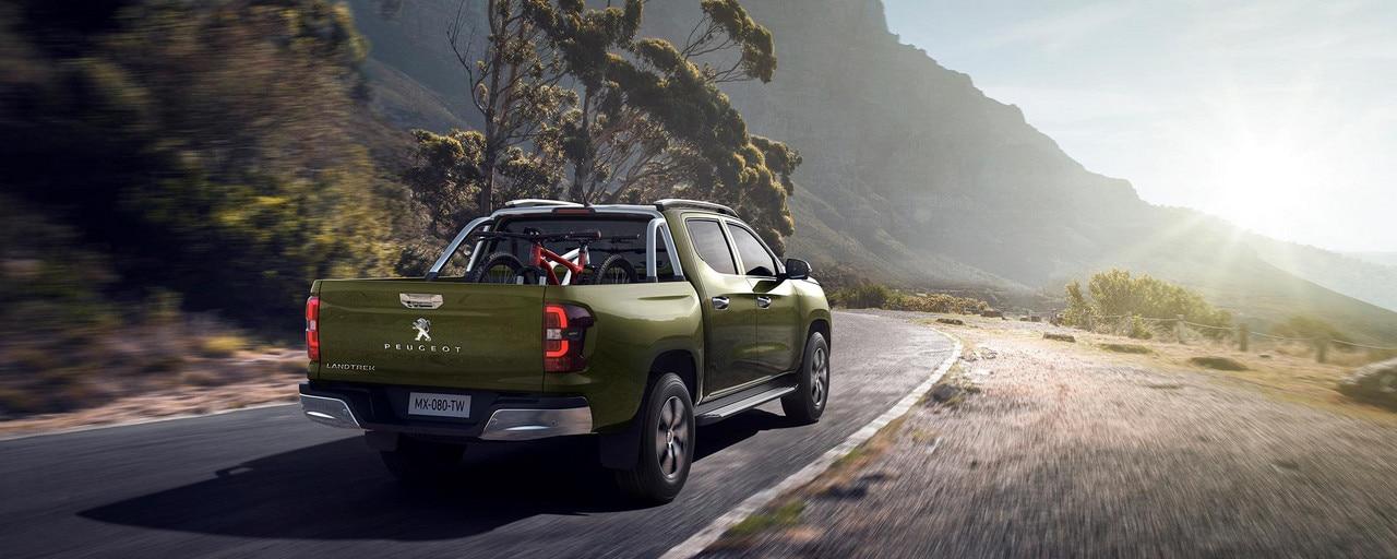 Nuevo pick-up PEUGEOT LANDTREK Multipurpose cabina doble 4x4 outdoor familia actividades recreación