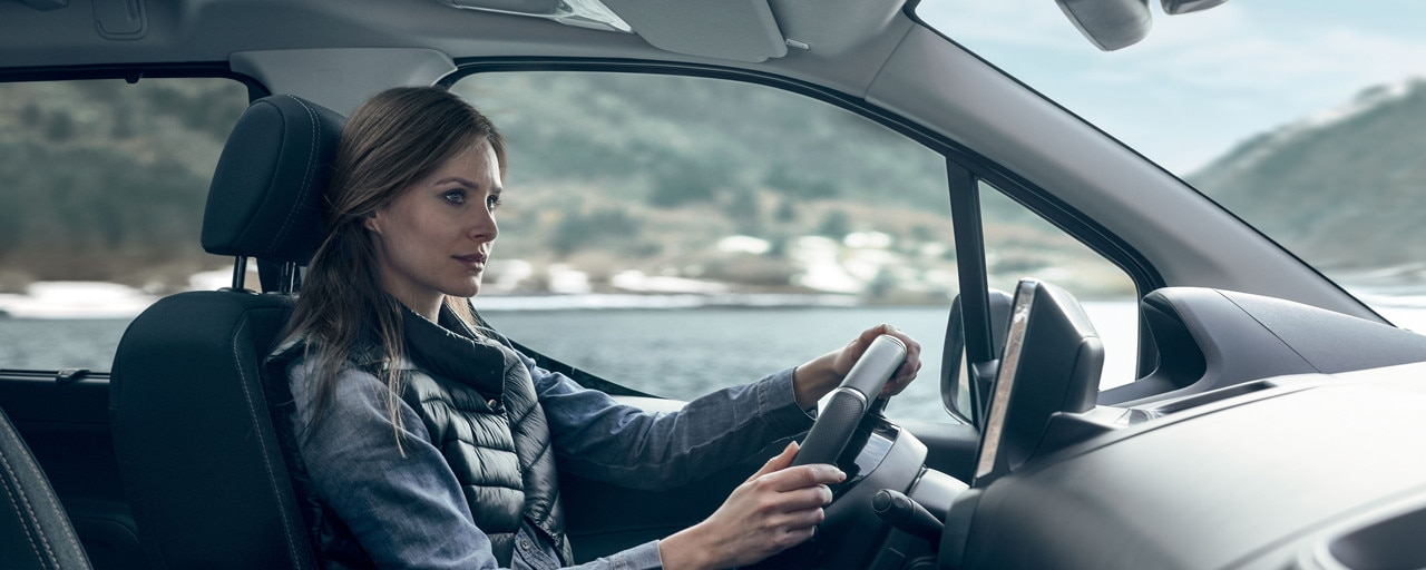 Nueva_Peugeot_Rifter_interior_diseño