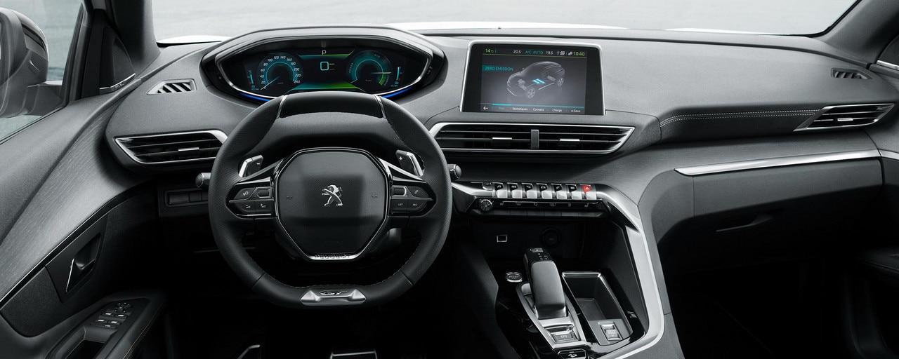 Versión GT con acabado exclusivo Alcantara® Grey Gréval con acabados en madera de roble envejecido « Grey Oak »