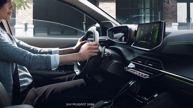 Nuevo SUV PEUGEOT 2008: nuevo puesto de conducción PEUGEOT i-Cockpit® 3D