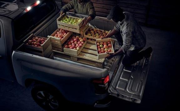 Nueva pick-up PEUGEOT LANDTREK cabina doble zona de carga con iluminación LED