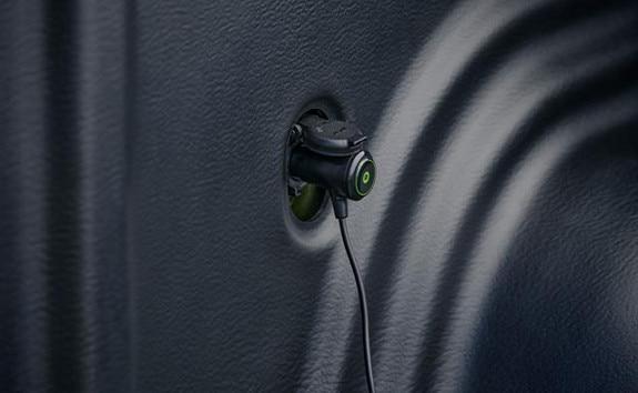 Nueva pick-up PEUGEOT LANDTREK cabina doble toma estanca 12V directamente desde el interior de la zona de carga