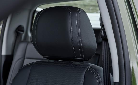 Nueva pick-up PEUGEOT LANDTREK cabina doble reposacabeza para cada pasajero